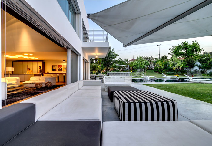 house stylish features contemporary art atmosphere