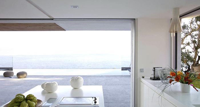 saint tropez maison kitchen interior