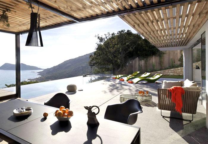 saint tropez maison outdoor dining area