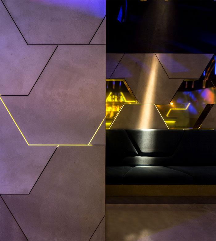 wall decor vivid brass elements