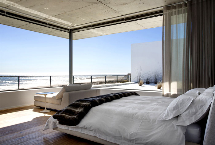 comfortable-modern-classic-bedroom-decor