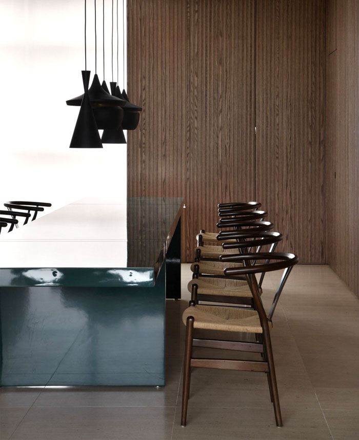 dining-table-tom-dixon-lamps