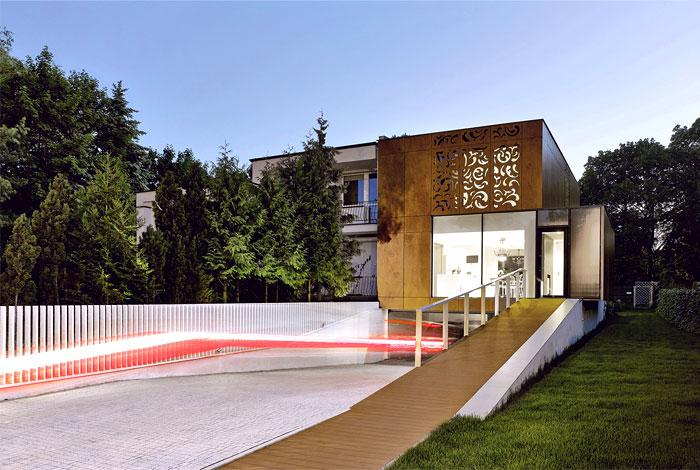 house-wooden-plate-facade
