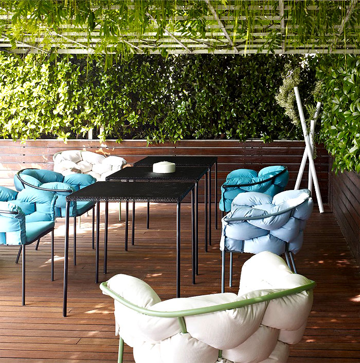 metal-outdoor-seating