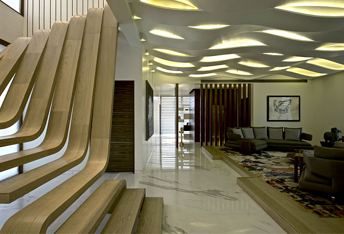 central-focal-art-point-wooden-staircase