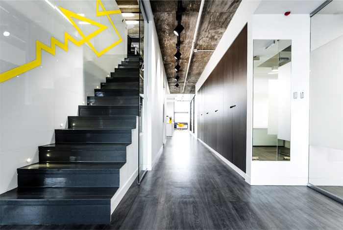 modern-working-place-clear-aesthetics