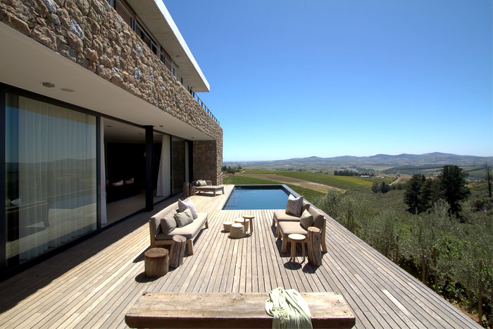 romantic-hillside-vineyard-villa-pool-area