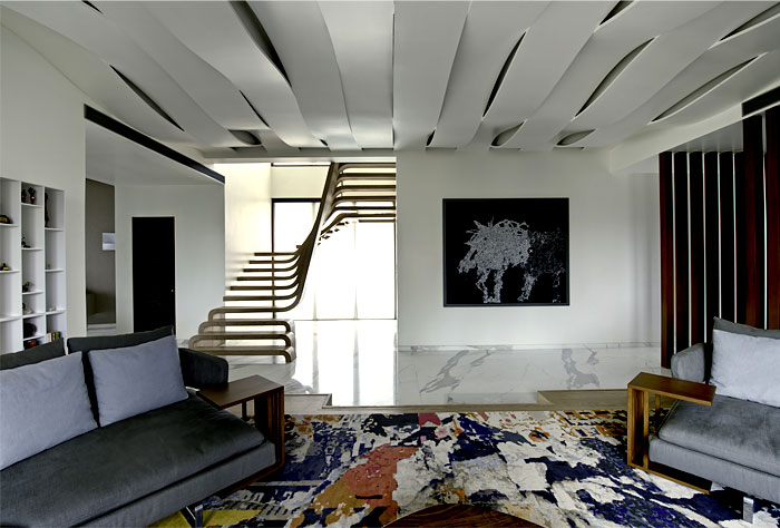 staircase-located-center-apartment