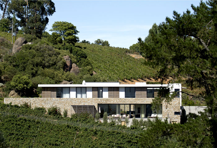 vineyard-villa-stunning-natural-surroundings