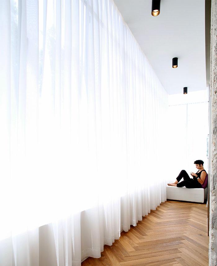 dynamic-very-trendy-art-home-11
