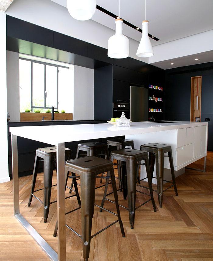 dynamic-very-trendy-art-home