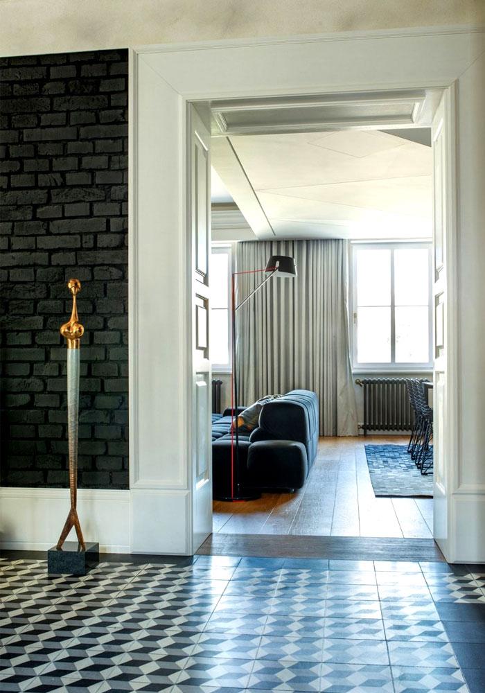 painted-brick-walls-shining-gold-ornaments
