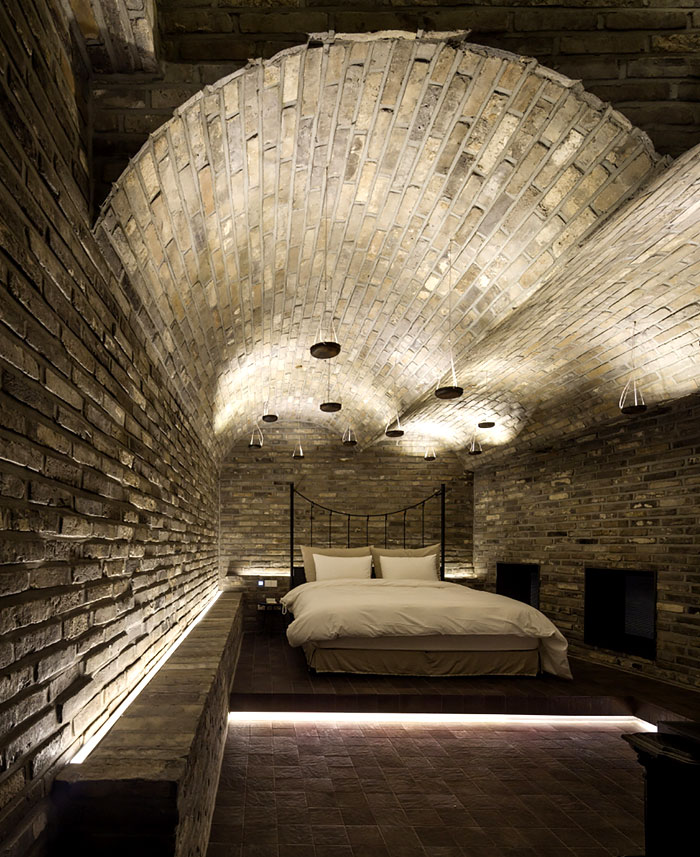 bedrooms-stone-arches