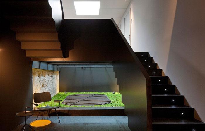 caro-hotel-staircase