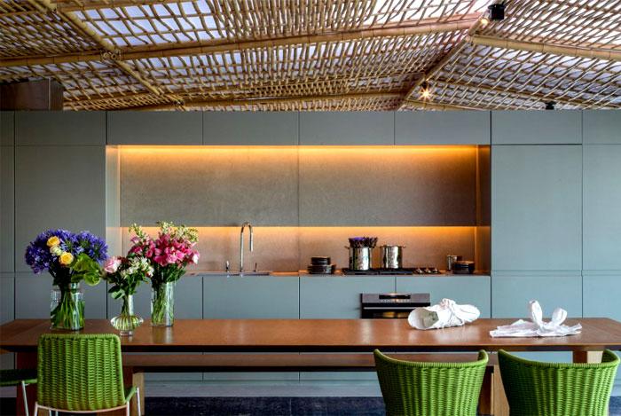 tropical-pavilion-dining-area