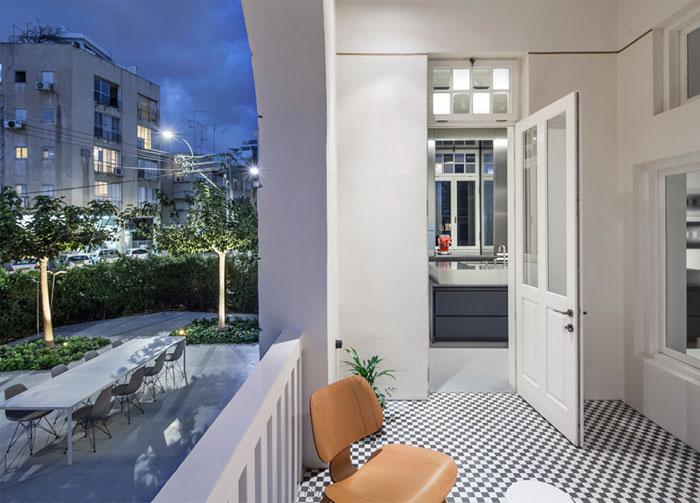 charming-balcony-checkered-floor