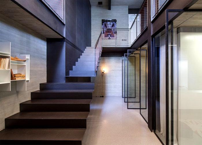 lower-floor-glass-panels-pivot