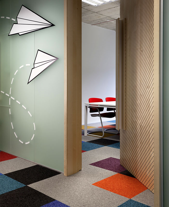site-ground-office-space-glass-walls