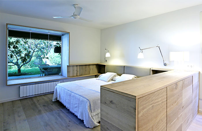 guest-house-bedroom-interior