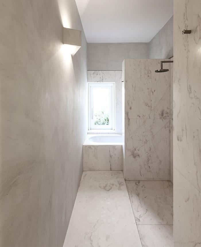 mediterranean house bathroom