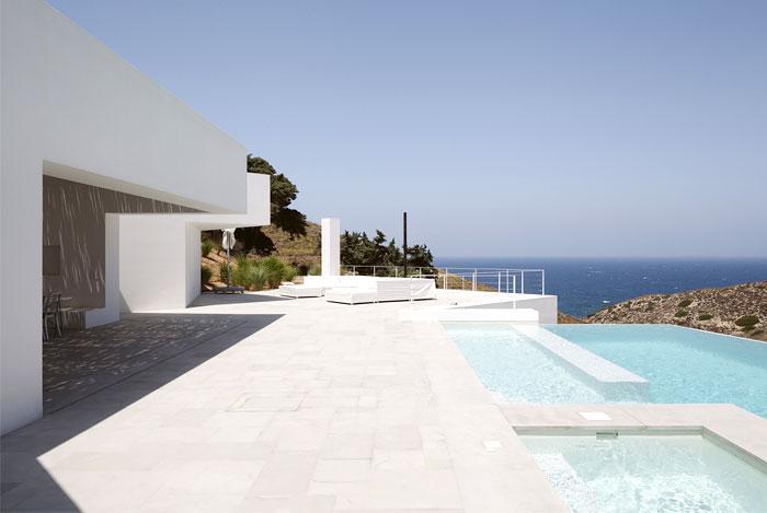 mediterranean house design pool area
