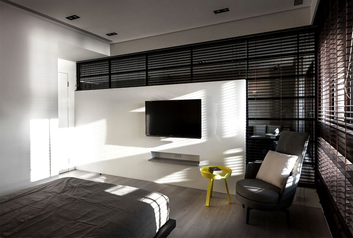 reading-table-yellow-placed- grayish-bedroom