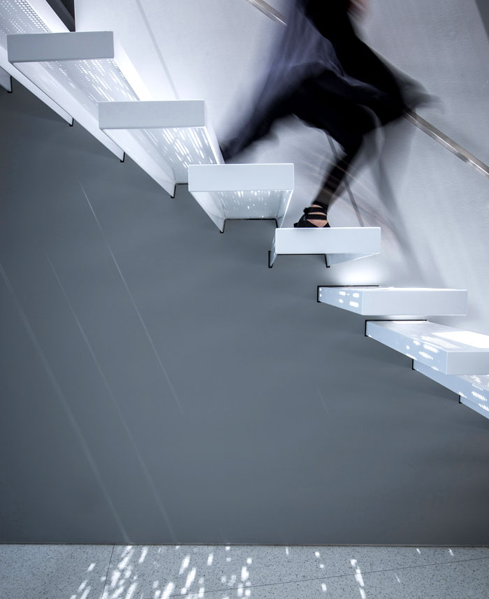 artistic-trend-cantilevered-steel-staircase