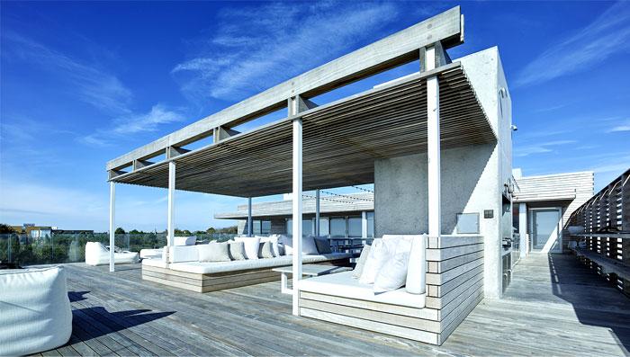 good-example-luxurious-contemporary-sea-house