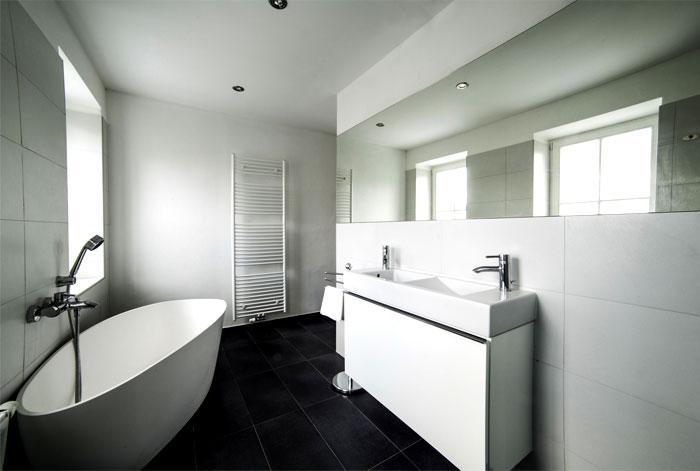 studio-apartment-bathroom