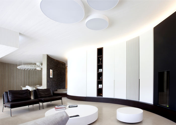 smoothly-curved-space-living-room-4