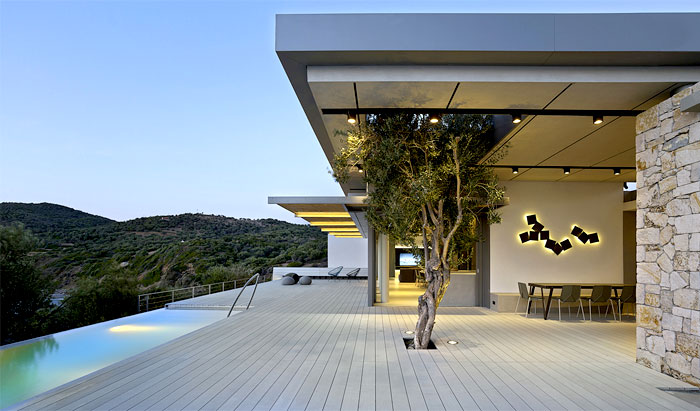 cantilevered-roof-metal-columns-framing-facade-3