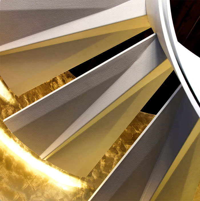 helical-staircase-rizzi-scale-gold-finishes-3