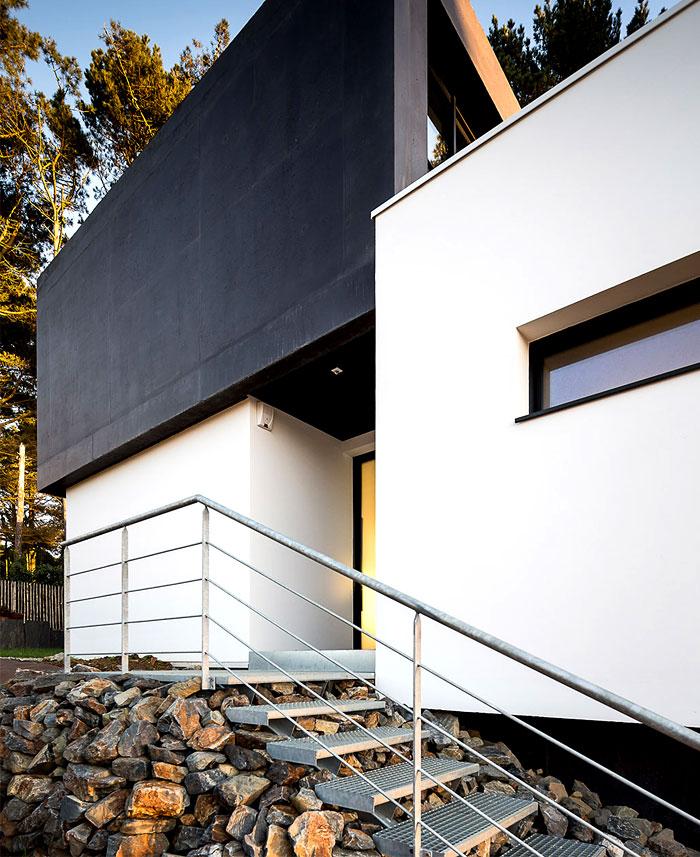 minimalistic-cubical-three-floor-house-2
