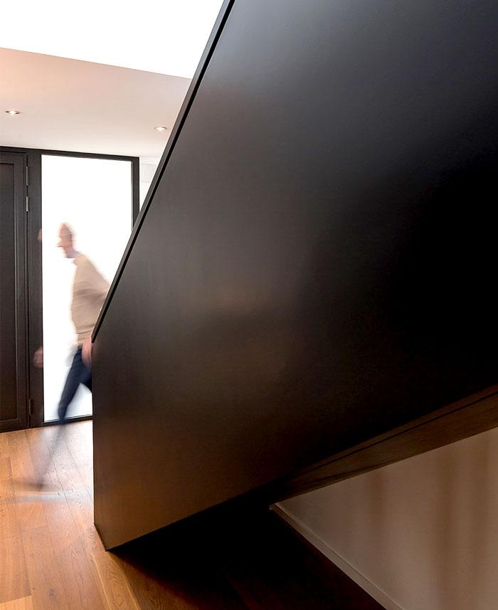 minimalistic-cubical-three-floor-house-3