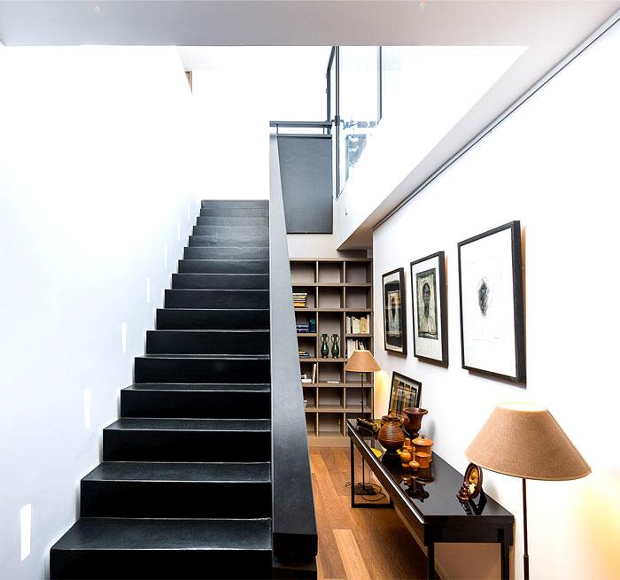 minimalistic-cubical-three-floor-house-4