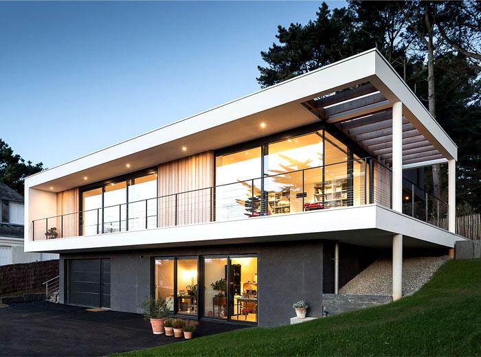 minimalistic-cubical-three-floor-house-9