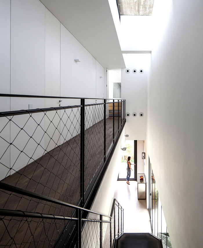 black-steel-cedar-panels-interior