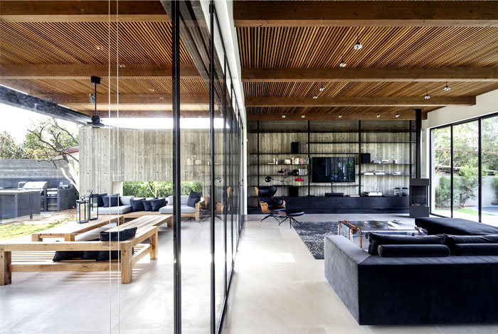 blurred-borders-between-exterior-interior-ns-residence-1