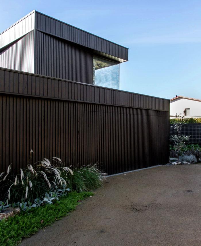 dark-cubical-volumes-house-1