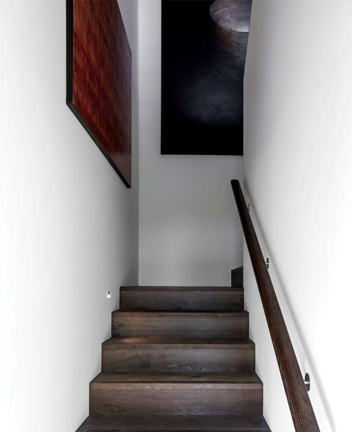 dark-cubical-volumes-house-5