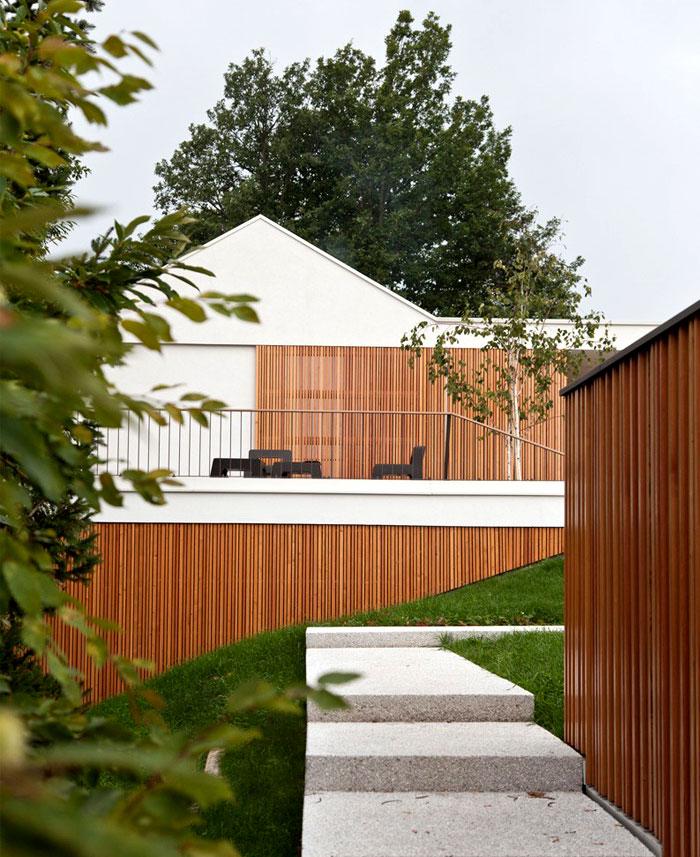 multiplan-architects-elegant-house-modern-life-serenity-nature-18