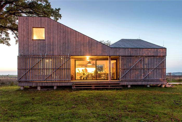 contemporary wooden house zilvar 2