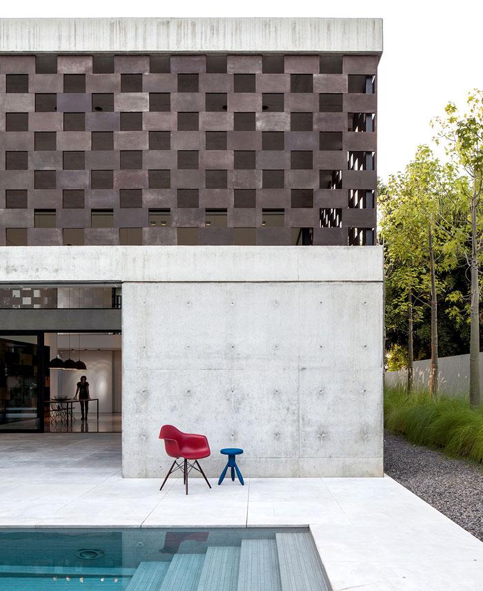 israeli studio pitsou kedem corten house 16