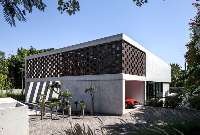 israeli studio pitsou kedem corten house 2