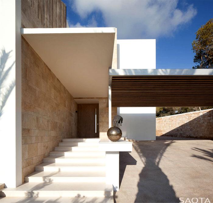 three-level-spanish-style-house-13