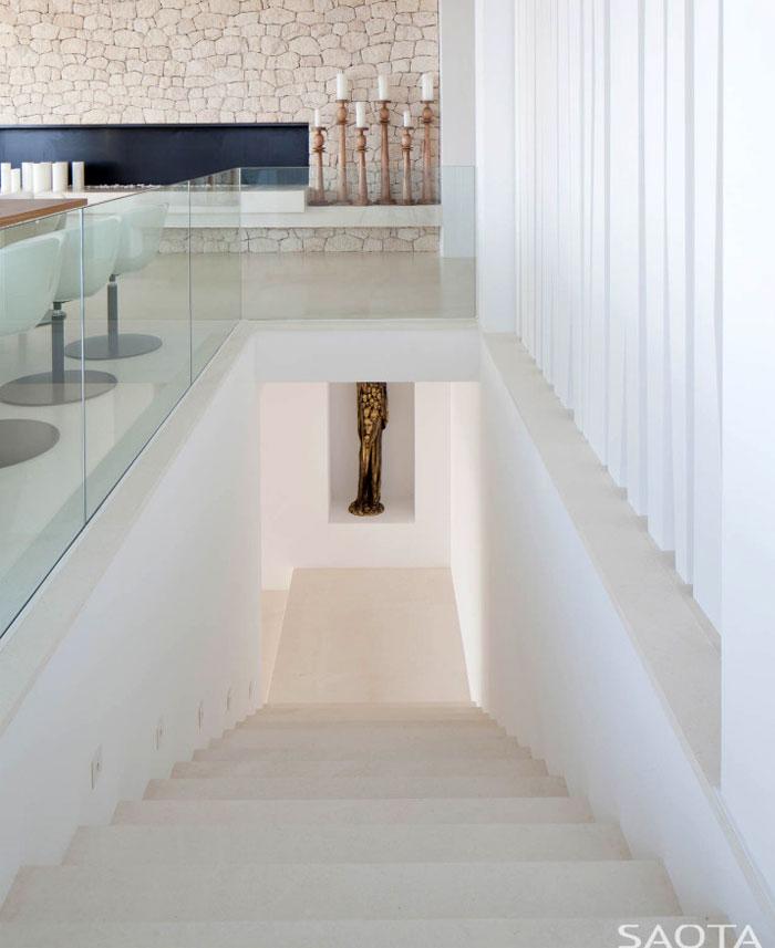 three-level-spanish-style-house-16
