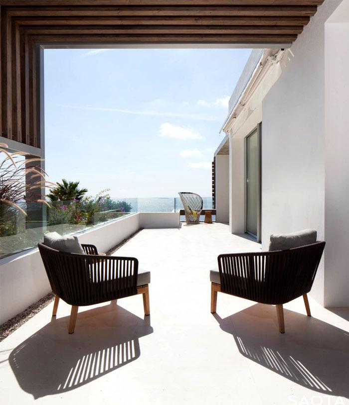 three-level-spanish-style-house-19