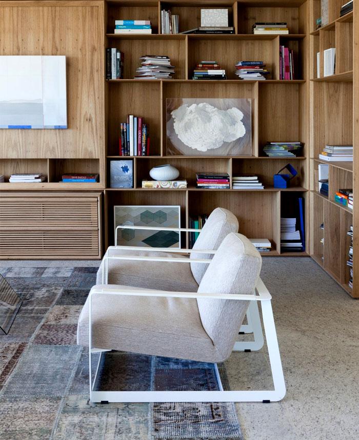 modernistic-furniture-shining-surfaces-home-rio-de-janeiro-11
