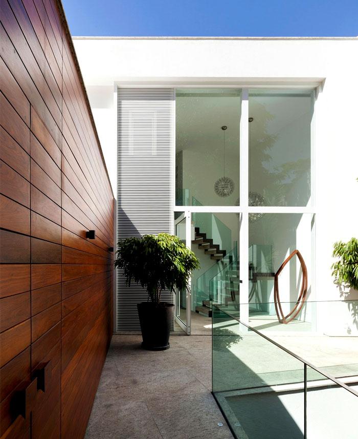 modernistic-furniture-shining-surfaces-home-rio-de-janeiro-13