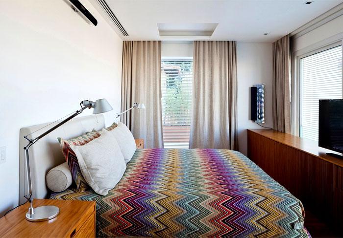 modernistic-furniture-shining-surfaces-home-rio-de-janeiro-19